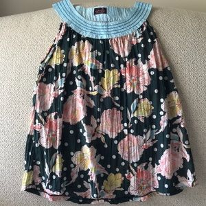 Tops - Unique flowers & polka dots sleeveless blouse